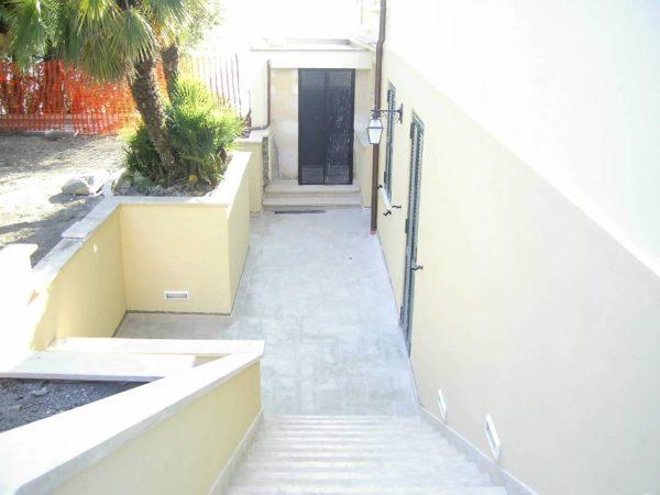 Creazione scala e pavimentazione esterna